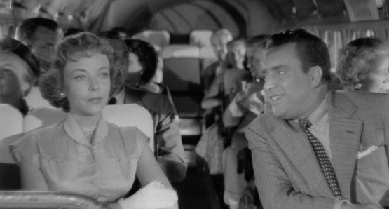 Harry (Edmund O'Brien) woos Phyllis (Ida Lupino) on a city bus in Ida Lupino's THE BIGAMIST.